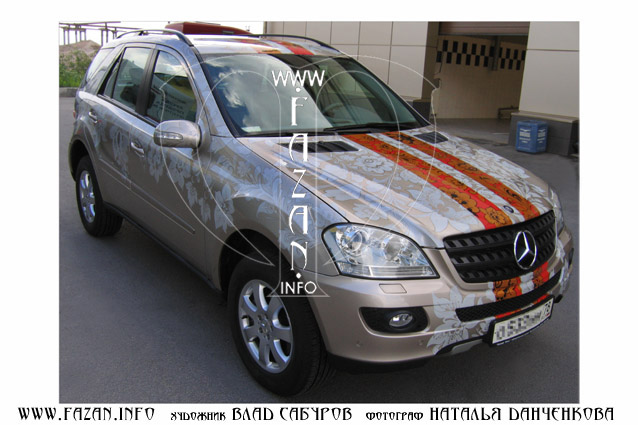 Аэрография в стиле хохлома на автомобиле Mercedes Benz ML 350. Фото 01.