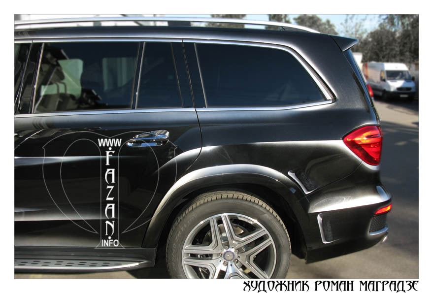Аэрография на черном автомобиле Mercedes Benz GL350. Фото 06.